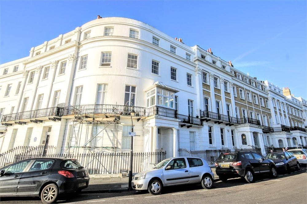 2 Bedrooms Flat for sale in Lewes Crescent, BRIGHTON, East Sussex