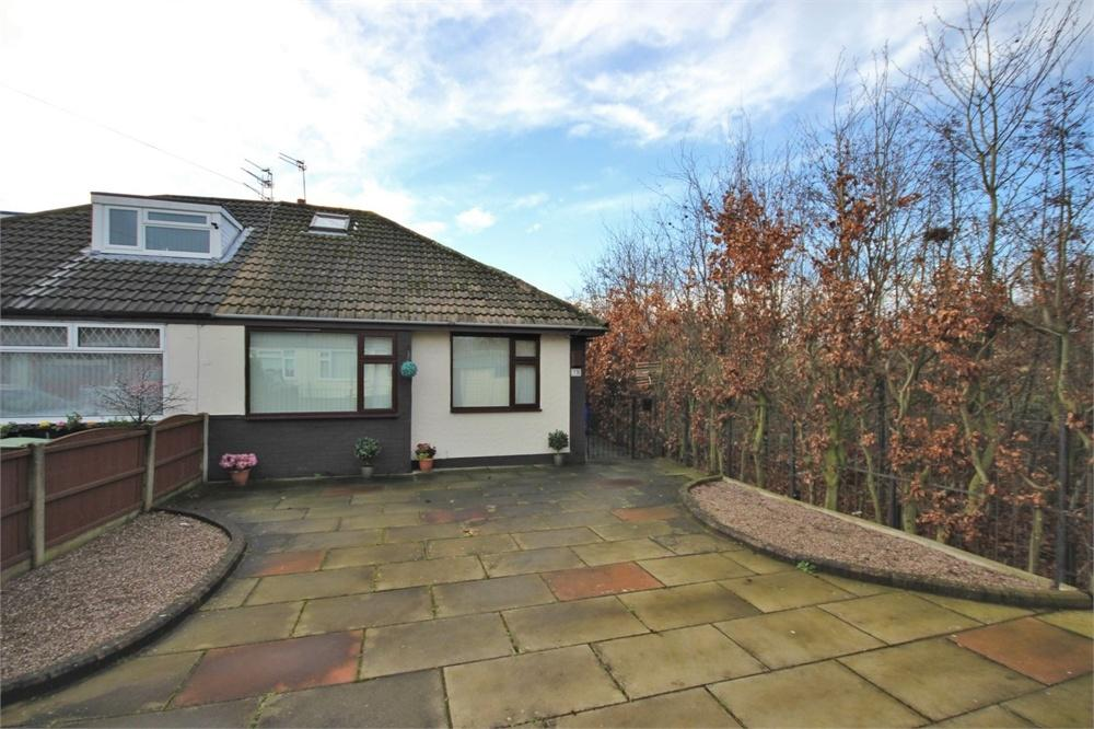 2 Bedrooms Semi Detached Bungalow for sale in Heathview Close, WIDNES, Cheshire