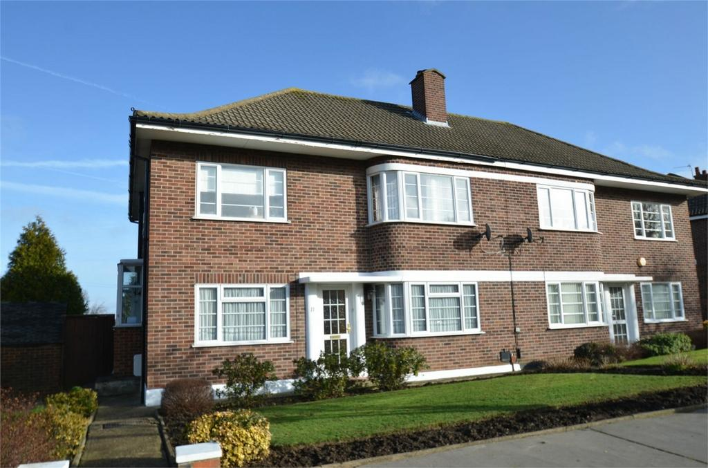 2 Bedrooms Flat for sale in Lyconby Gardens, Shirley, Croydon, Surrey