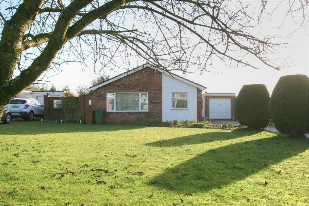 3 Bedrooms Detached Bungalow for sale in Cedar Drive, Attleborough, ATTLEBOROUGH, Norfolk