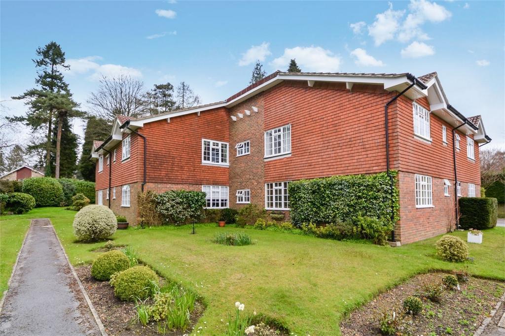 1 Bedroom Flat for sale in The Moorings, HINDHEAD, Surrey