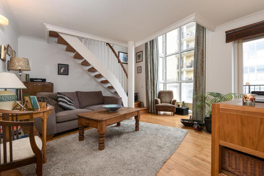 3 Bedrooms Flat for sale in Queen of Denmark Court, Surrey Quays, SE16