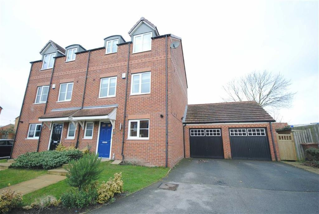 4 Bedrooms Semi Detached House for sale in Clifford Way, Kippax, Leeds, LS25