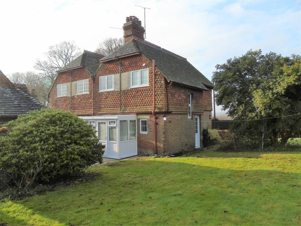 2 Bedrooms Semi Detached House for rent in Balcombe, West Sussex