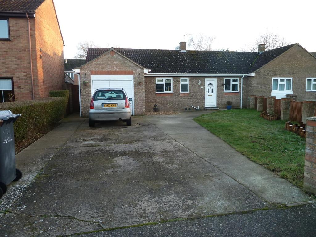 3 Bedrooms Semi Detached Bungalow for sale in Heron Close, Beck Row