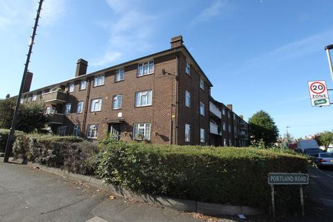 3 bedroom apartment to rent - Mottingham Road, Mottingham