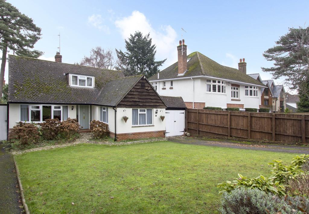 3 Bedrooms Bungalow for sale in Lower Parkstone