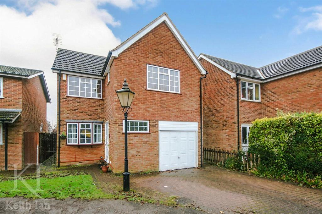 5 Bedrooms Detached House for sale in Wickenfields, Ware