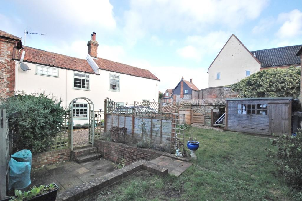 2 Bedrooms Semi Detached House for sale in Chandlers Hill, Wymondham