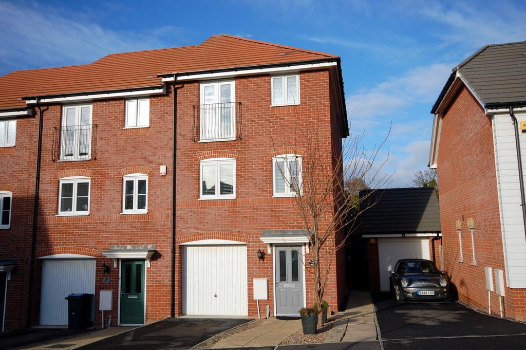 4 Bedrooms End Of Terrace House for sale in Plaxton Way, Herne Bay