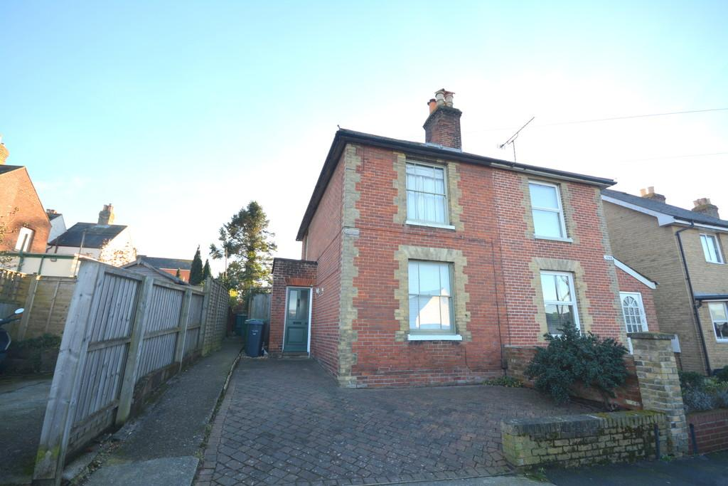 2 Bedrooms Semi Detached House for sale in Bellevue Road, Cowes