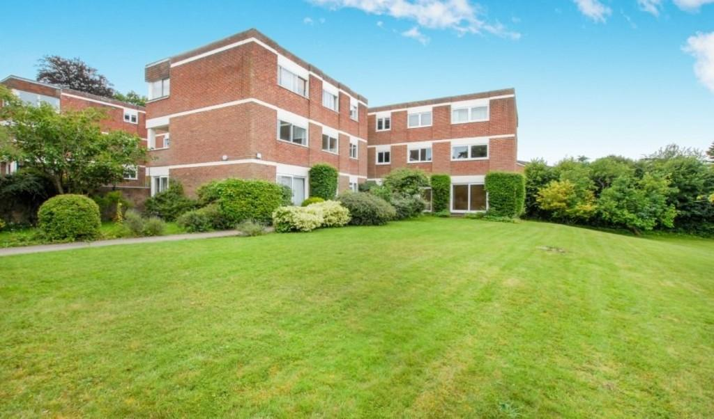 2 Bedrooms Ground Flat for sale in Warren Road, Guildford