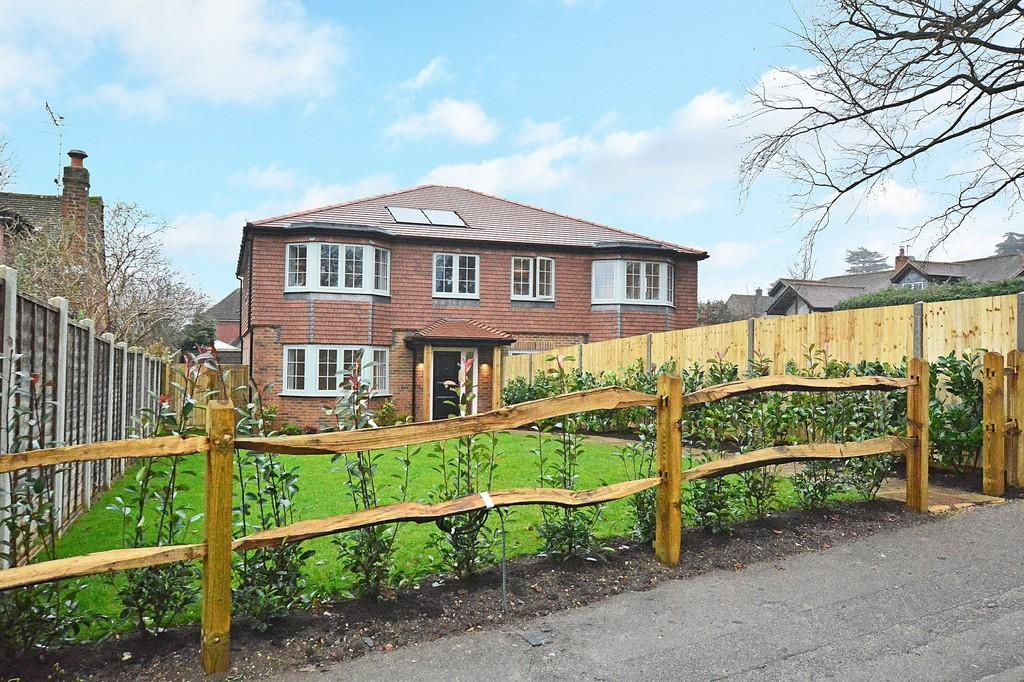 4 Bedrooms Semi Detached House for sale in Horseshoe Lane East, Guildford