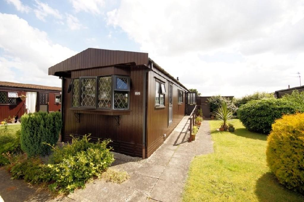 2 Bedrooms Park Home Mobile Home for sale in Maple Avenue, The Elms, Torksey