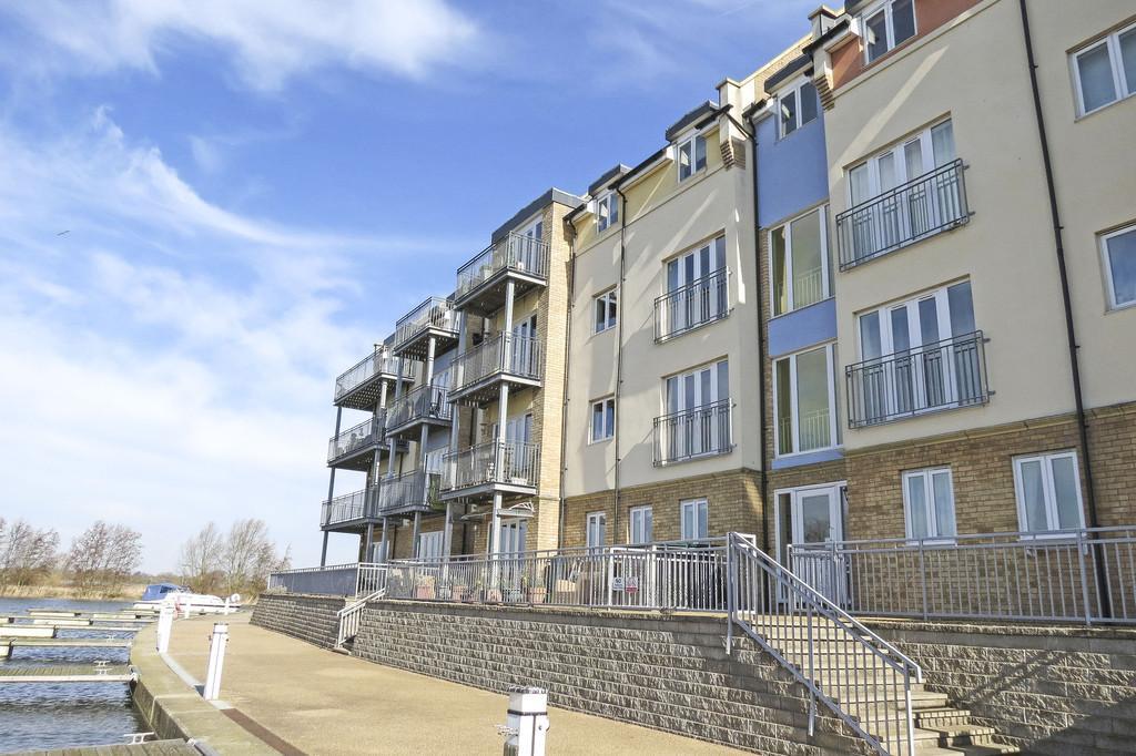 2 Bedrooms Apartment Flat for sale in Wren Walk, Eynesbury