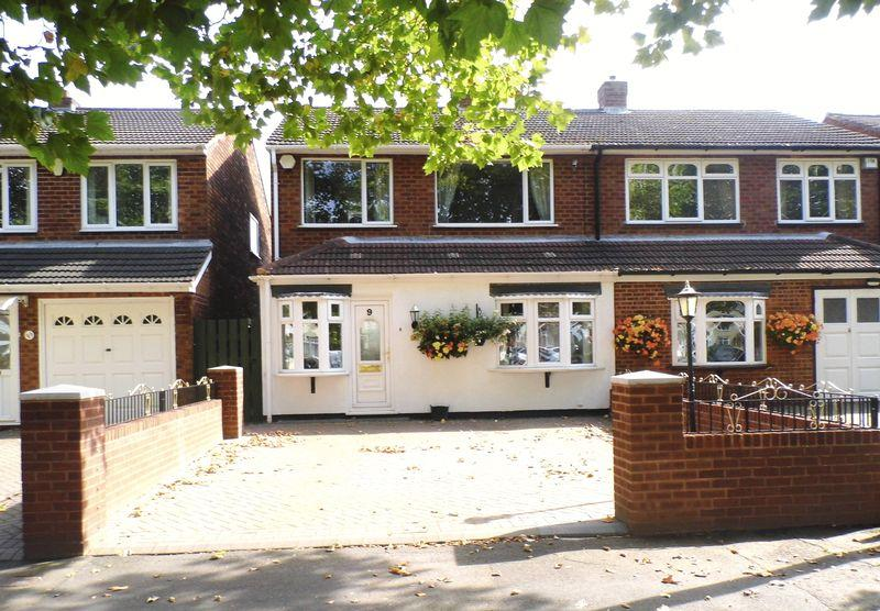 3 Bedrooms Semi Detached House for sale in Walsall Road, Pelsall, Walsall.