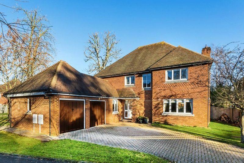 5 Bedrooms Detached House for sale in DORKING