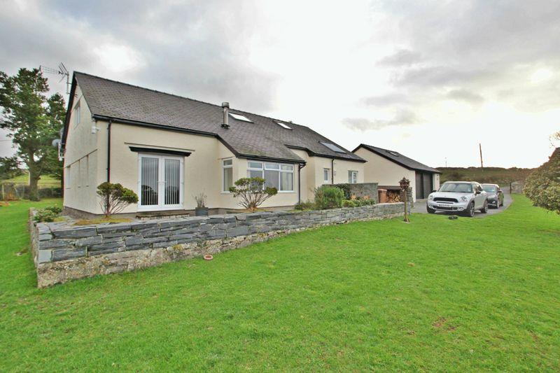 5 Bedrooms Detached House for sale in Penisarwaun, Gwynedd