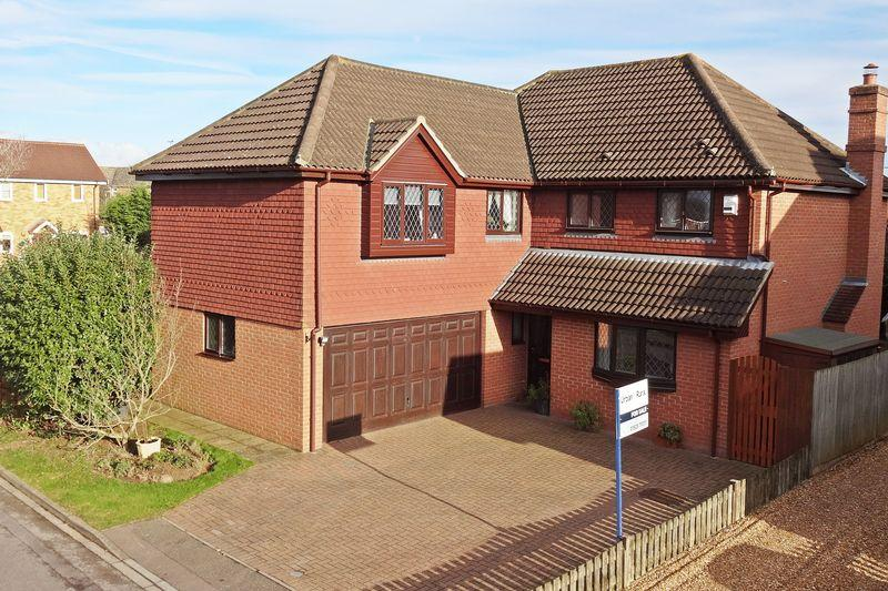 5 Bedrooms Detached House for sale in Highfields, Westoning