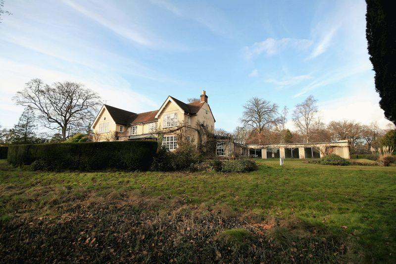6 Bedrooms Detached House for sale in Blighton Lane, Farnham