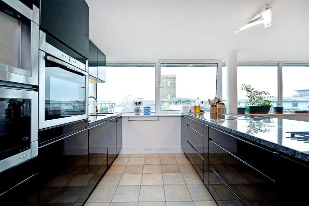 3 Bedrooms Flat for sale in Royal Arsenal Hopton Road, Woolwich, SE18