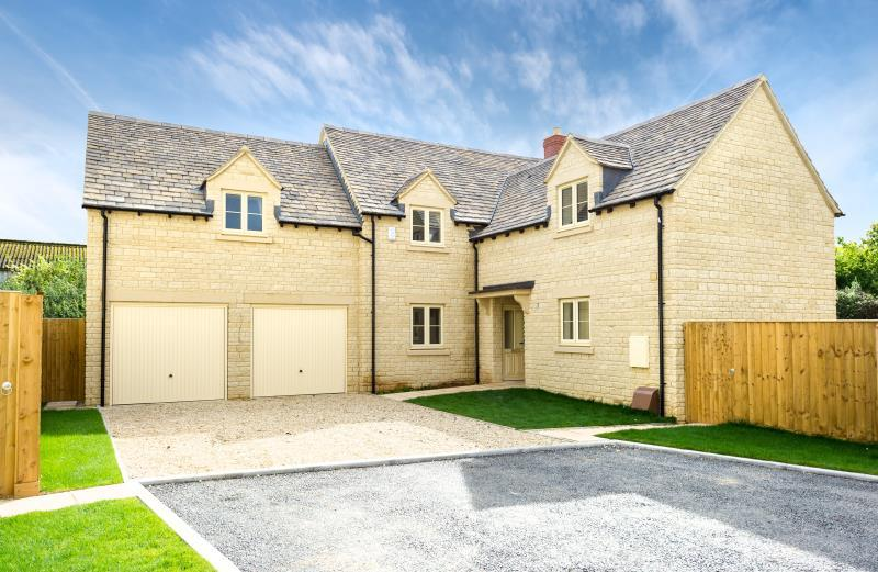 4 Bedrooms Detached House for sale in Plot 10 Kingswood, Limbeck Way, Stonesfield, Witney, Oxfordshire