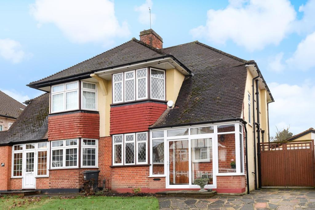 3 Bedrooms Semi Detached House for sale in Shirley Way, Croydon, CR0