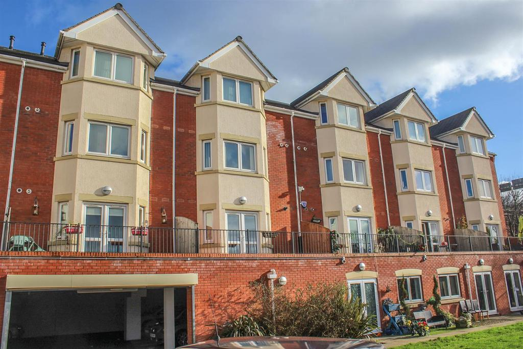 1 Bedroom Flat for sale in Hewell Road, Redditch