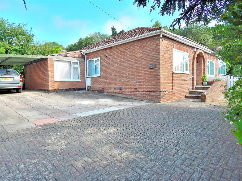 3 Bedrooms Detached Bungalow for sale in Park Hill, Dersingham, King's Lynn
