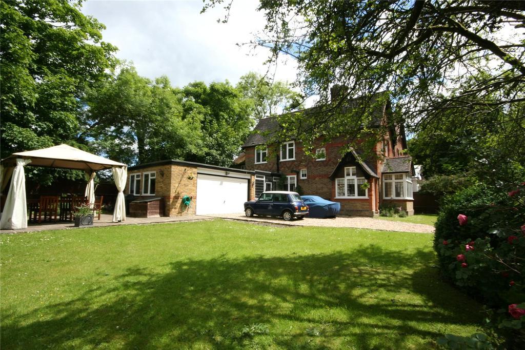 3 Bedrooms Semi Detached House for sale in Heusden Way, Gerrards Cross, Buckinghamshire