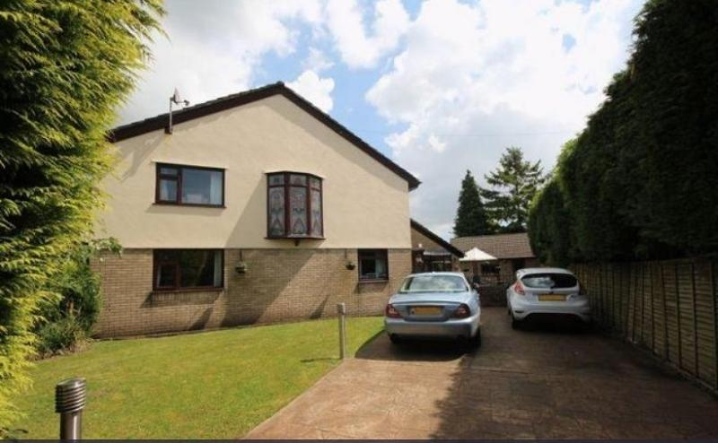 4 Bedrooms Detached House for sale in Wellfield Road, Marshfield, Cardiff. CF3