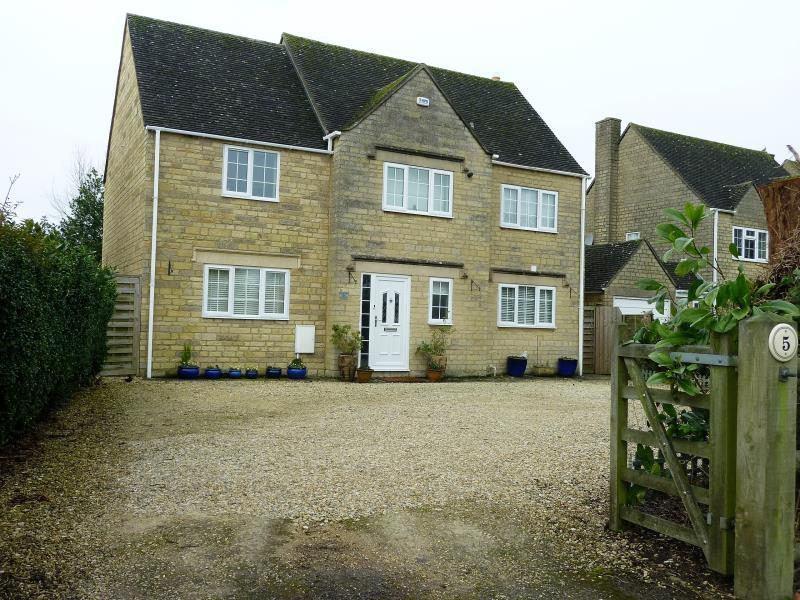 4 Bedrooms Detached House for sale in Shilton Road, Carterton, Oxon