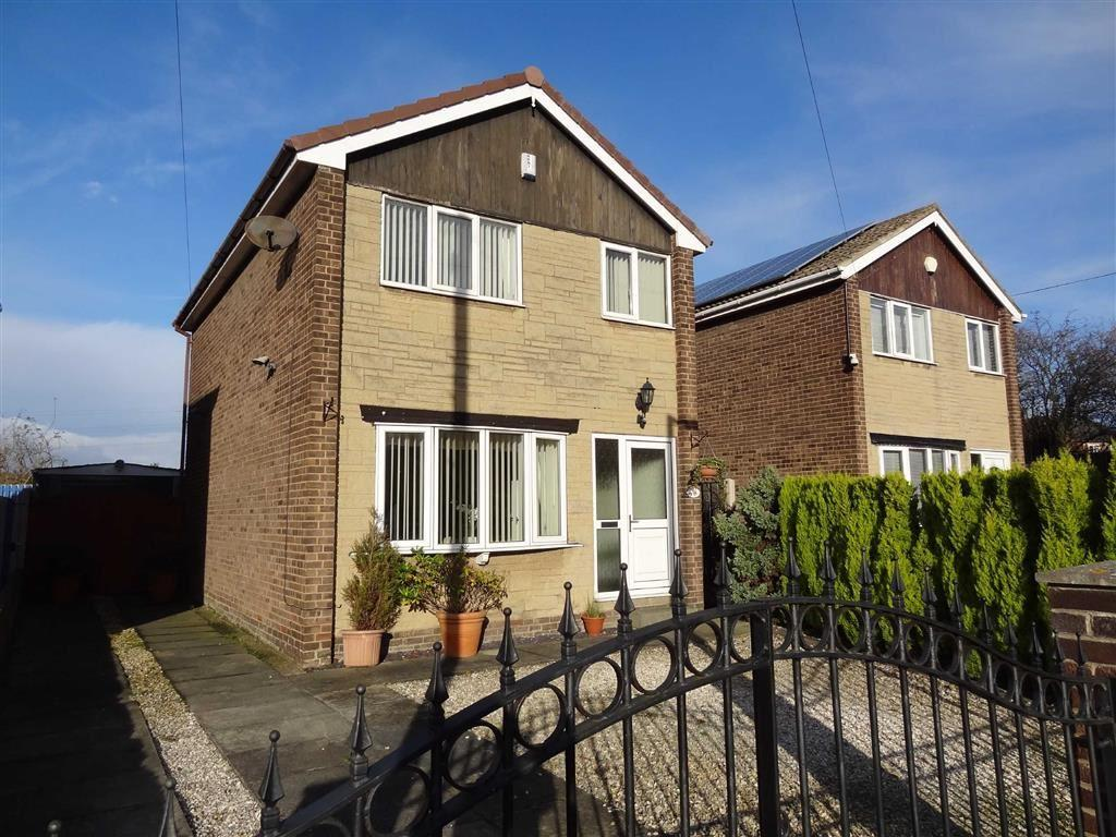 3 Bedrooms Detached House for sale in Eastfield Crescent, Staincross, Barnsley, S75