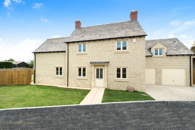 4 Bedrooms Detached House for sale in Woodley House, Limbeck Way, Stonesfield, Witney, Oxfordshire