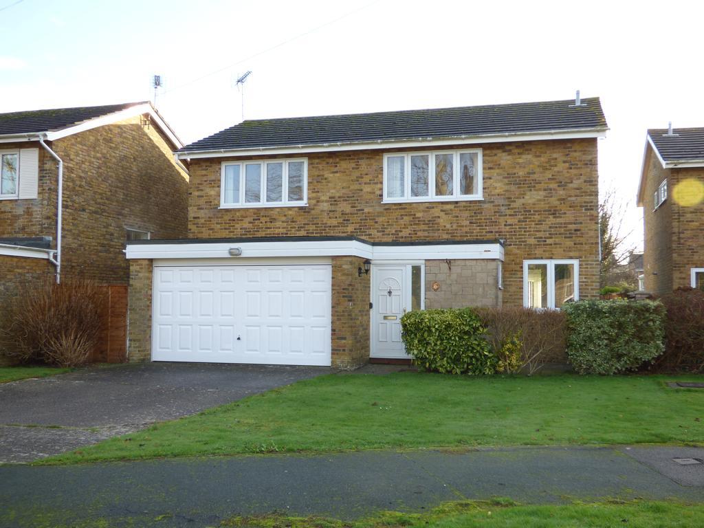 4 Bedrooms Detached House for sale in Garden Court, Aldwick, Bognor Regis PO21