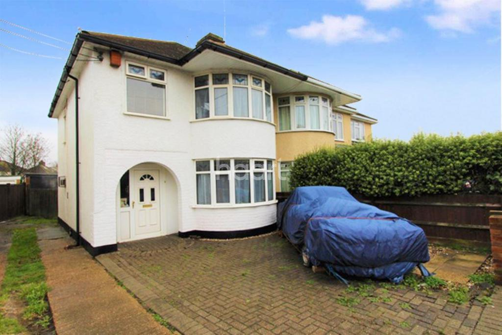 3 Bedrooms Semi Detached House for sale in Broad Parade, Hockley