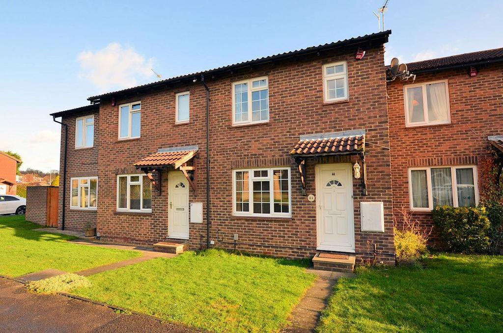 3 Bedrooms Terraced House for sale in Rushmoor Gardens, Calcot, Reading