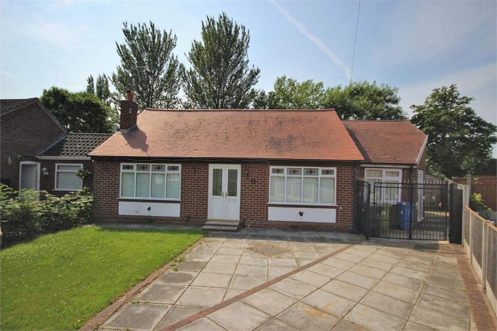 4 Bedrooms Detached Bungalow for sale in Gutticar Road, WIDNES, Cheshire