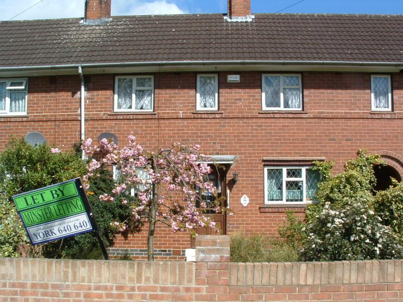 3 Bedrooms Terraced House for rent in Thief Lane YO10 3HT