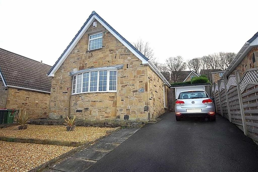 2 Bedrooms Detached Bungalow for sale in Bankfield Park Avenue, Taylor Hill, Huddersfield, HD4