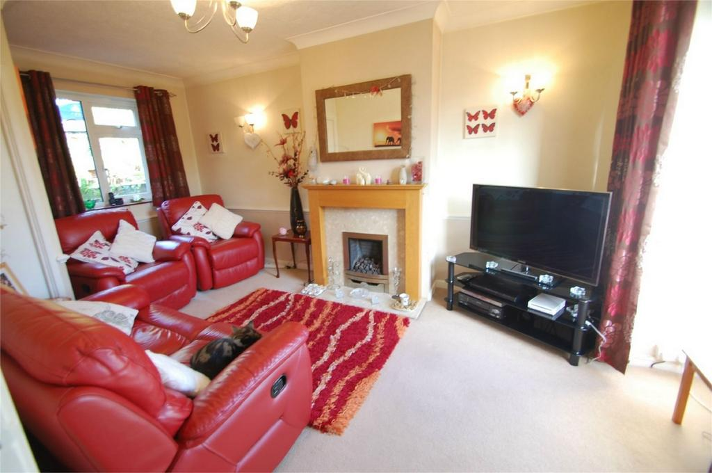 2 Bedrooms Semi Detached House for sale in Madden Avenue, Davis Estate, Chatham, Kent