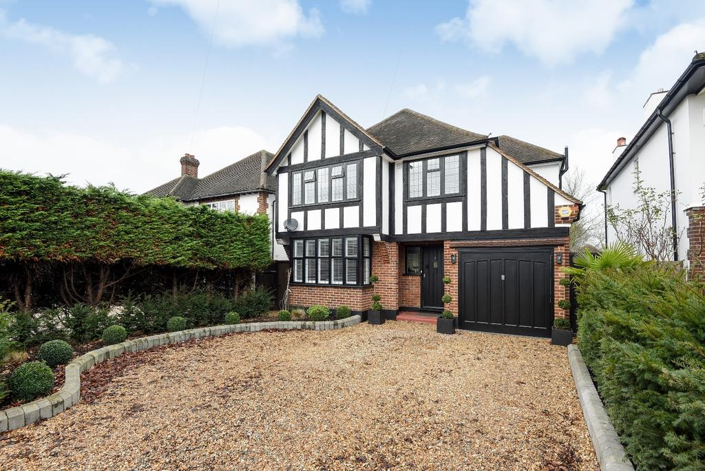 3 Bedrooms Detached House for sale in Romanhurst Gardens Bromley BR2