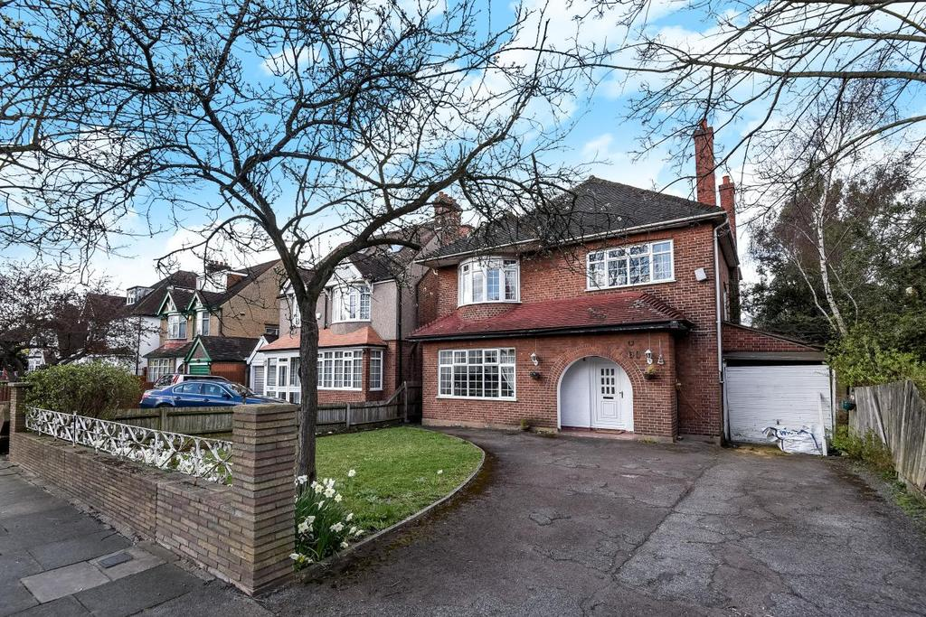 4 Bedrooms Detached House for sale in Grove Park Road, Mottingham, SE9
