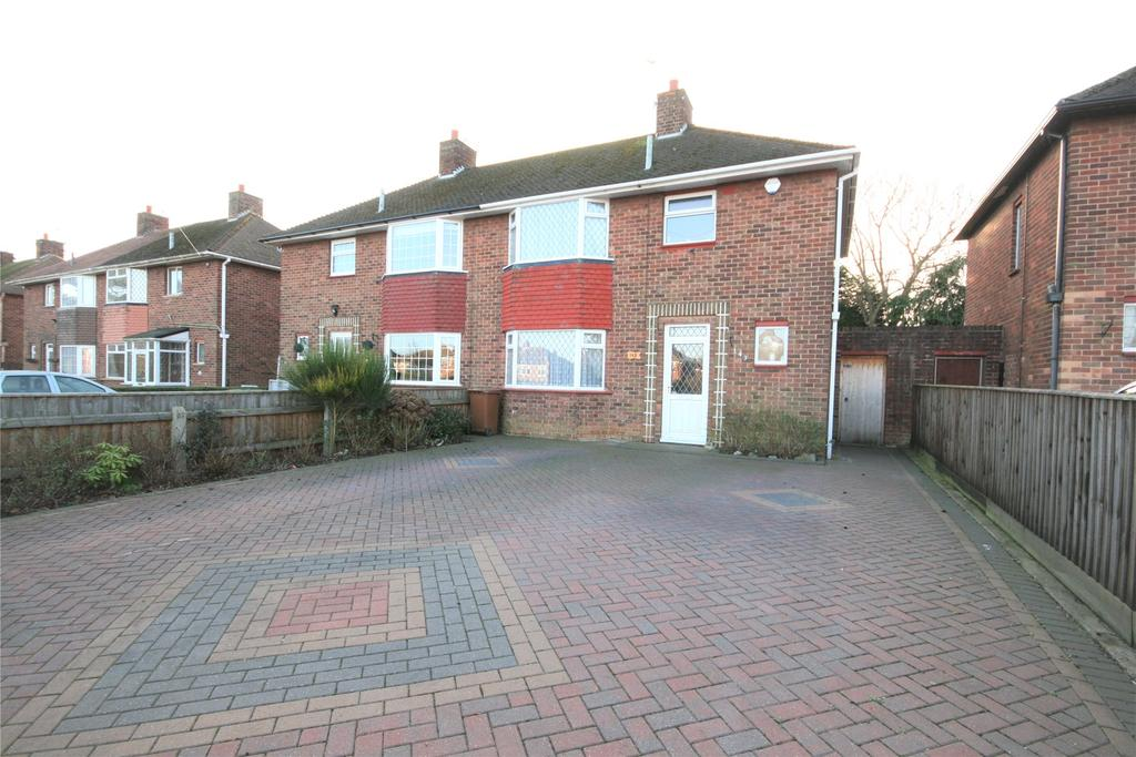 3 Bedrooms Semi Detached House for sale in Laceby Road, Grimsby, DN34