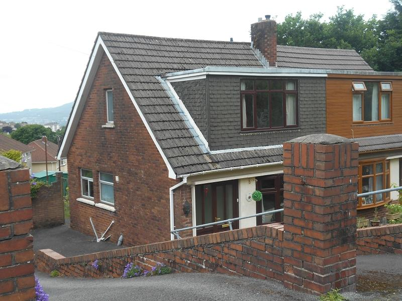 3 Bedrooms Semi Detached House for sale in Crynallt Road, Neath, Neath Port Talbot.
