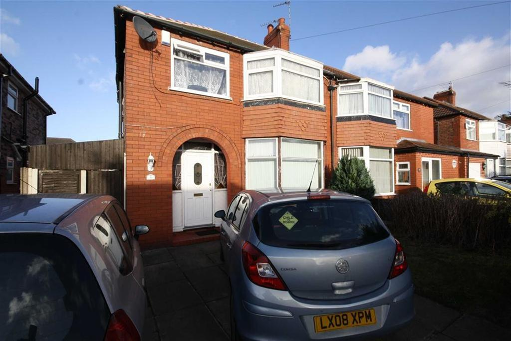 3 Bedrooms Semi Detached House for sale in Lathom Grove, Sale