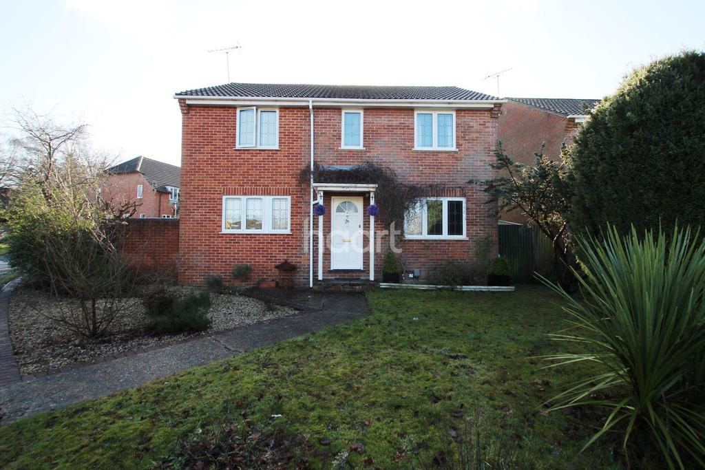 4 Bedrooms Detached House for sale in Hawkwell, Church Crookham GU52 8XF