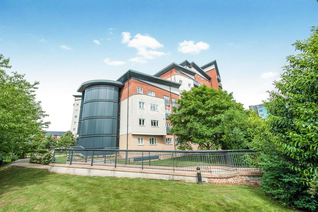 2 Bedrooms Flat for sale in Aspects Court
