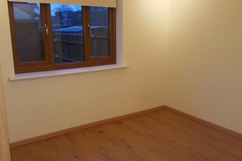 4 bedroom house share to rent - North Circular Road, London