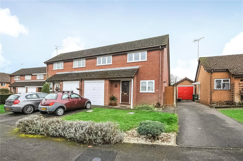 2 Bedrooms Semi Detached House for sale in Webb Close, Chineham, Basingstoke, RG24